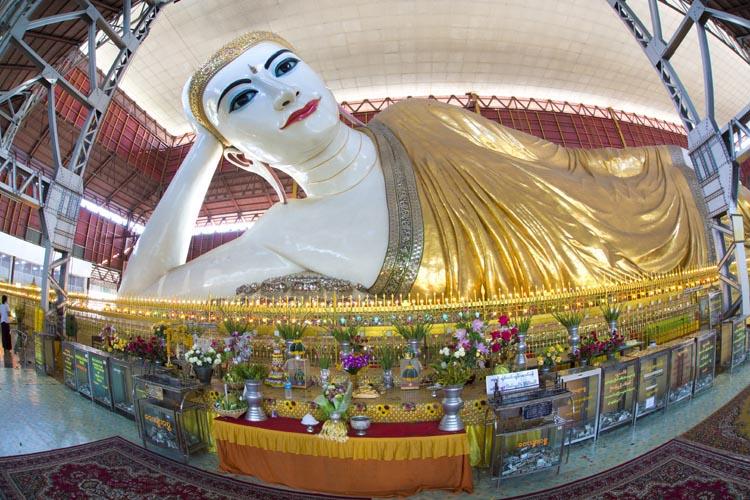 The Chaukhtatgyi Buddha